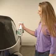 Mit Talkum und speziellen Reinigern und Konservierungsmitteln der Autohersteller sollten jetzt auch Cabrioverdecke verwöhnt werden.