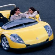 Futter für Visionen liefert Renault immer wieder selbst mit Cabriolet-Studien. Zur Serienfertigung fehlt den Franzosen aber meist der Mut, der Spider von 1995 bleibt die Ausnahme.