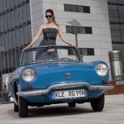 Das klar gezeichnete Cabrio hat neben dem versenkbaren Faltdach ein optionales Stahl-Hardtop zu bieten, genau wie die amerikanische Corvette.