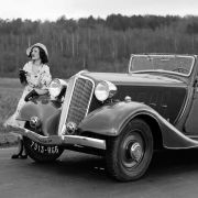 Renault schickt in der goldenen Epoche der 1920er Jahre Modelle wie den Nervasport ins Rennen, bestückt mit kräftigen Achtzylindermotoren.