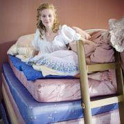 Eine Erbse ist Schuld: Die Prinzessin hat schlecht geschlafen und startet trotzdem mit einem Lächeln in den Tag.