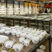 Das Unternehmen bietet auch über die Grenzen Deutschlands hinaus (hier in Luxemburg) seine feinen Porzellanwaren, Gläser und Haushaltsartikel an. Zwischen 30 und 40 Prozent liegt der Rabatt hier im Schnitt. Angebote können sogar noch günstiger sein.