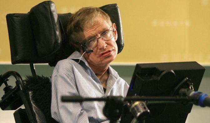 Er ist wohl der renommierteste Wissenschaftler mit Behinderung:Der britische Astrophysiker Stephen Hawking leidet unter einer Erkrankung des Nervensystems.