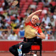 Seit 1976 ist Marianne Buggenhagen an den Rollstuhl gefesselt. Bereits ein Jahr später begann sie mit dem Behindertensport, um die neue Lebenssituation besser zu bewältigen - 1989 wurde sie Leistungssportlerin.