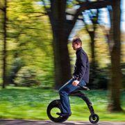 Mountain Skyver, Känguru-Schuhe, Segway - die Idee alternativer Fortbewegung hat den Menschen schon zu allerhand kuriosen Erfindungen inspiriert.