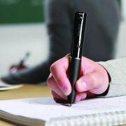 Der Smartpen von Livescribe, ist nicht nur für handschriftliche Notizen gut, er zeichnet zeitgleich eine Audio-Datei von der Verlesung auf.