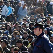 In den vergangenen Tagen sind mehr als 5000 Tunesier auf der italienischen Insel Lampedusa angekommen.