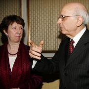 Der tunesische Premierminister Ghannouchi im Gespräch mit der EU-Außenbeauftragten Catherine Ashton. Die EU ist uneins über den Umgang mit den Migranten.
