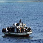 Mit kleinen Booten wie diesem kommen die Flüchtlinge von Nordafrika nach Italien.