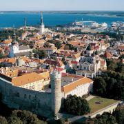 Die bunte Stadt am Meer - Wehranlagen, Stadtmauer und etliche Kirchtürme von Tallinn sind viele Jahrhunderte alt.