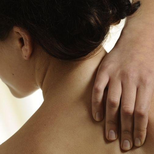 So können Sie Muskelverhärtungen und Nackenverspannungen lösen (Foto)