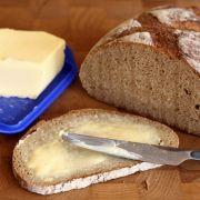 Margarine statt Butter - aber so leicht ist es nicht. Manche der pflanzlichen Streichfette, wie Rama oder die Ja-Produkte, enthalten nämlich Milch.
