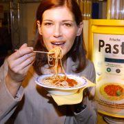 Pasta ist eigentlich ohne Ei - es sei denn, es handelt sich um Eiernudeln. Als vegane Fertigalternative greift Sebastian Spillner im Notfall schonmal zu Miracoli.