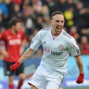 Platz 19: Franck Ribery. Der Franzose spielt seit Juli 2007 für den FC Bayern München und verdient dort 17,7 Millionen Dollar (ca. 15,6 Millionen Euro).