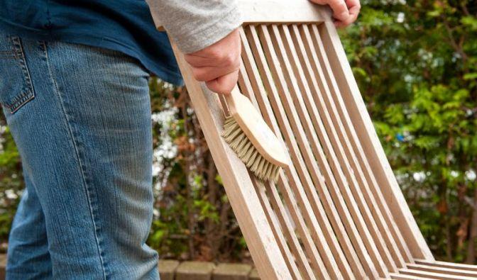Für Gartenfreunde: Im Sommer werden die Gartenmöbel vor das Haus gestellt, im Winter stellt man sie wieder zurück in den Keller.