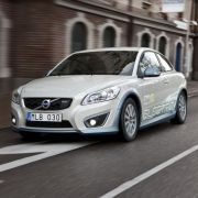Das E-Auto steht mit 14 Kilogramm CO2 pro Woche ziemlich gut da ...