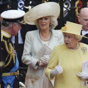 Einhellige Harmonie am Tag der Hochzeit: Prinz Charles (l.), Gattin Camilla und Queen Elizabeth II.