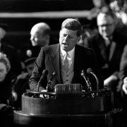John F. Kennedy starb bei einem Attentat. Aber durch wen?