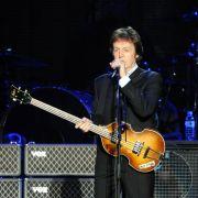 Wenn es nach den Verschwörungstheoretikern geht, sehen wir hier nur einen Doppelgänger - der echte Paul McCartney ist angeblich schon lange tot.