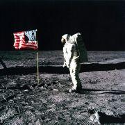 Neil Armstrong war der erste Mensch auf dem Mond. Oder nicht?
