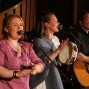 Drei von neun Kellys: Maite, Patricia und Joey Kelly (von links). Die Familie ging auch 2008 auf Deutschlandtour, die Konzerte fanden allesamt in Kirchen statt.