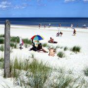 Vom Ort Dranske bis zum Kap Arkona gibt es überwiegend FKK-Strände. Zwischen feinsandige Strandabschnitte mischen sich steiniger Strand und Steilküsten - Natur pur. Perfekt also, für Freikörperkulturfreunde.