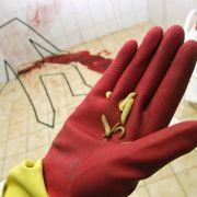 Tatorteinigung ist ein blutiges Geschäft. In einem extra präparierten Tatort bildet eine Berliner Firma die speziellen Putzmänner aus.