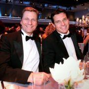 Bereits 1997 stand Guido Westerwelles Name in einer Liste bekannter schwuler und lesbischer Persönlichkeiten. Aber erst 2004 outete er sich öffentlich. Seit 2010 lebt er mit Michael Mronz in einer eingetragenen Partnerschaft.