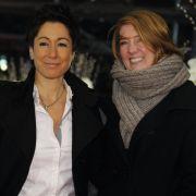 Auch sie liebt eine Frau:Dunja Hayali, ehemalige Moderatorin der ZDF heute-Nachrichten und des ZDF-Morgenmagazins outete sich im Herbst 2008. Heute lebt sie mit ihrer Lebensgefährtin Maraike Arning zusammen.