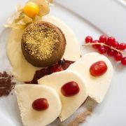 Selbst das Dessert wird mit Goldstaub verziert.