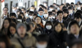 Menschenmassen in einer Metro-Station in Tokio (Foto)