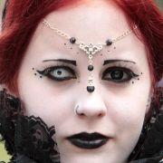 Mit besten Grüßen von Marilyn Manson: Diese Teilnehmerin trägt zwei unterschiedlichfarbige Kontaktlinsen - damit ist der Gruseleffekt perfekt.
