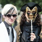 Die perfekte Maskerade: Wenn auf den Straßen von Leipzig die Farbe Schwarz dominiert, dann ist das Wave-Gotik-Treffen (WGT) im Gange.