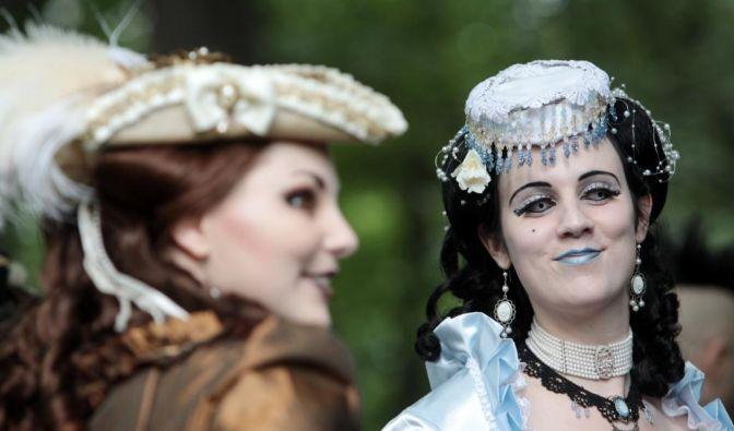 Bis ins kleinste Detail:Nicht nur die Besucherzahlen stiegen in den vergangenen Jahren stetig an. Auch die Vielfalt der Kostüme und die Akribie, mit der sich die Besucher zurecht machen, wurde immer größer.