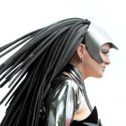 Piercings, Kajal und ein ausgefallener Style:Diese Teilnehmerin könnte mit ihrer Kostümierung auch wunderbar in einem Science-Fiction-Streifen mitspielen.