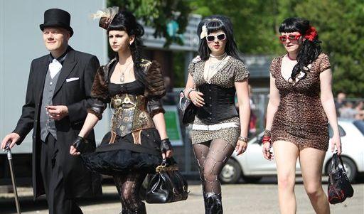 Von edel bis sexy: Die Teilnehmer des Wave-Gotik-Treffens in Leipzig präsentieren sich vielseitig.