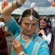 Unter vielen Hippies beliebt war die Hare-Krishna-Bewegung. Sie basiert auf dem Hinduismus und verehrt die beiden Götter Vishnu und Krishna.