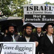 Nach dem Holocaust leben in Deutschland wieder 200.000 Juden, 1933 waren es knapp 500.000. Seit 1948 haben die Juden mit Israel ihren eigenen Staat. Insgesamt sind weltweit etwa 13,5 Millionen Menschen Anhänger des Judentums.