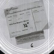 In solchen Filmbüchsen wurde das Kamera-Negativmaterial aufbewahrt. In 62 Stück davon passte das Material des Polizeiruf-Films Im Alter von ..., der in der DDR nicht ausgestrahlt werden durfte.