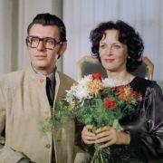 Da es im real existierenden Sozialismus angeblich keine Verbrechen wie Mord gab, schleicht sich in diesem Polizeiruf von 1977 ein Heiratsschwindler in die Herzen der Damen.