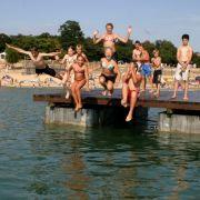 Etwas wilder geht es im Langener Waldbad zu. Es ist das Erholungszentrum im Rhein-Main-Gebiet. In heißen Sommern empfängt das Bad an einem Wochenende schon mal bis zu 20.000 Besucher.