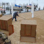Dabei wirkt es schon fast wie an der Ostsee: Feiner Sand und Strandkörbe machen das Urlaubsfeeling mitten in der Stadt perfekt.