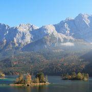 Er befindet sich 1000 Meter über dem Meerespiegel und verbindet schönstes Alpenpanorama mit allen Vorzügen eines Bergsees.