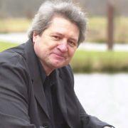 Doch mit ihm fing alles an im Jahr 1987. In 41 Folgen spielte er in der Serie die Titelrolle des Dr. Karsten Mattiesen und führte in 16 Episoden davon auch Regie.
