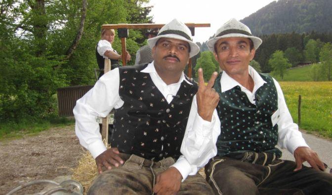 Von Mumbai nach Bad Tölz geht es für diese beiden Inder.