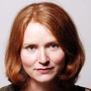 Anke Bernau hat Mythos Jungfrau geschrieben.