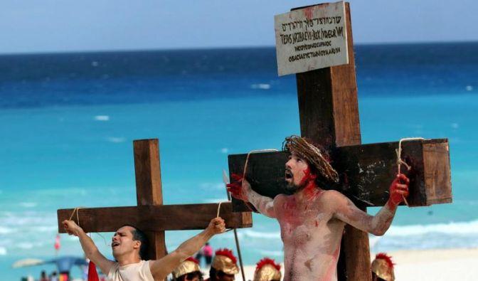 Die Seitenwunde Jesu wurde im 18. Jahrhundert von dem Seitenhöhlchen Kult verehrt, dann wurde der Zirkel auch wegen offensichtlich sexueller Perversionen geschlossen. In einem Gesangbuch von 1746 heißt es aber beispielsweise noch: «Seid Kreuz-Luft-Vögelei