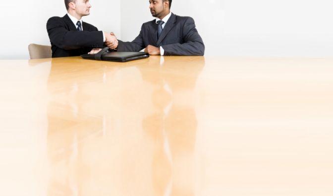 Feedbacken sie fair! Seien Sie ehrlich und nicht duckmäuserisch, wenn Sie vom Chef um eine Rückmeldung zu einer Entscheidung, dem Arbeitsklima oder seinem Führungsstil gebeten werden! Betonen Sie Ihre Subjektivität, seien Sie konstruktiv und geben Sie kon