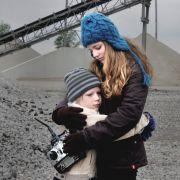 Auch die Kinder leiden: Tomi (Mika Seidel) und Nele (Lilli Meinhardt).