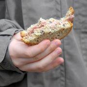 Ein Brot, viele Namen: In Sachsen heißt das Butterbrot Bemme, im Ruhrgebiet Kniffte, in Nordostdeutschland Schnitte, in Berlin Stulle.